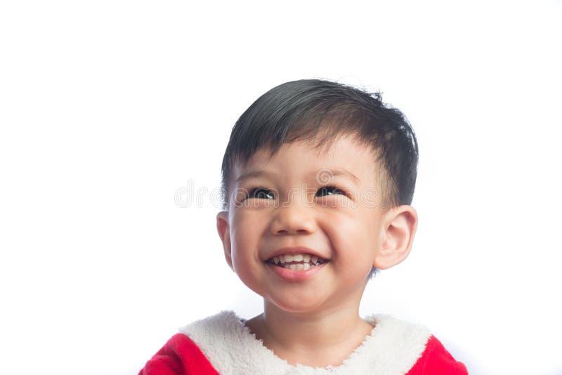 Lite gullig asiatisk pojke i den Santa Cross klänningen arkivfoto