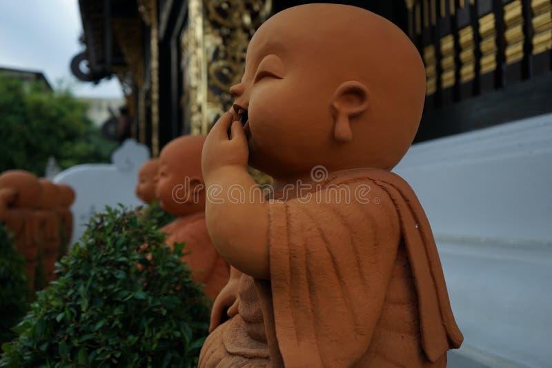 Lite monk arkivfoto