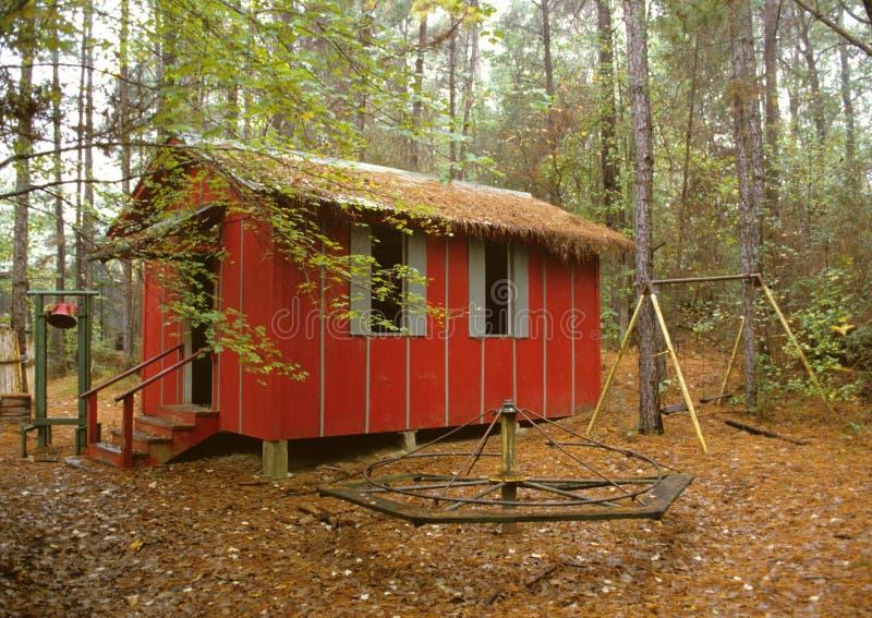 Lite rött skola huset arkivfoto