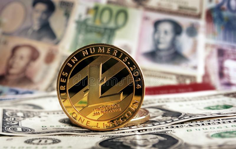 Банкноты Litecoin на предпосылке стоковое фото