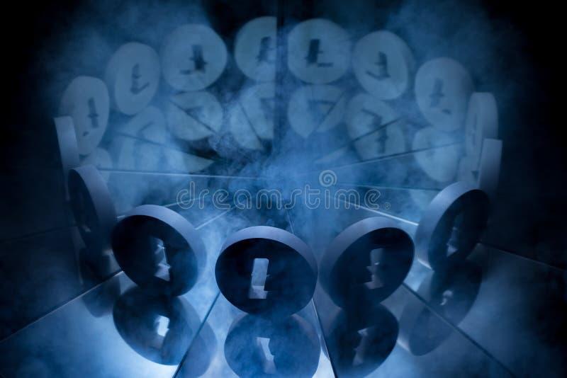 Litecoin Crypto valutasymbol som täckas i mörk vinterdimma arkivfoton