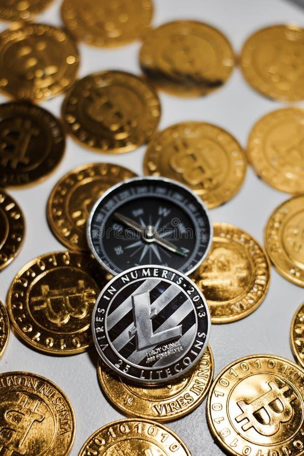 Litecoin kompas i moneta zdjęcie stock