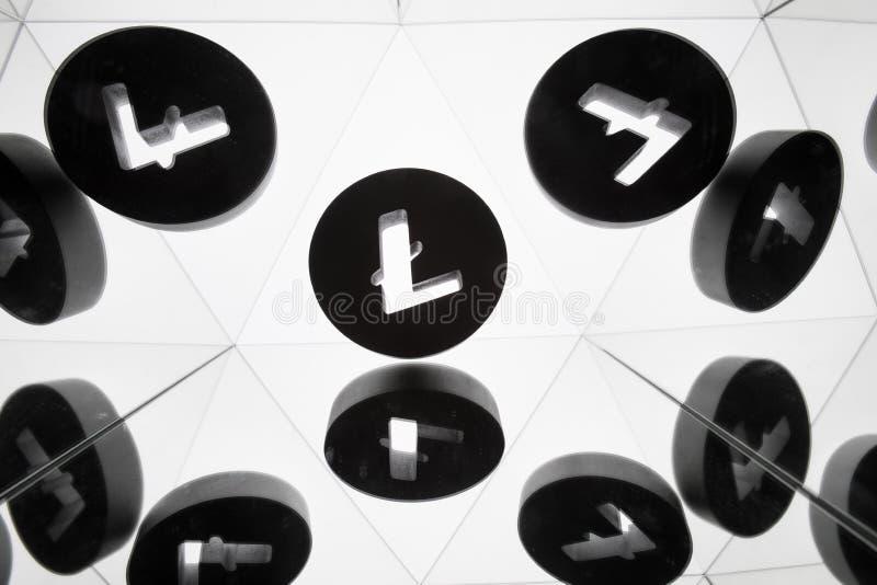 Litecoin waluty symbol Z Wiele Odzwierciedla wizerunkami Ja zdjęcie stock