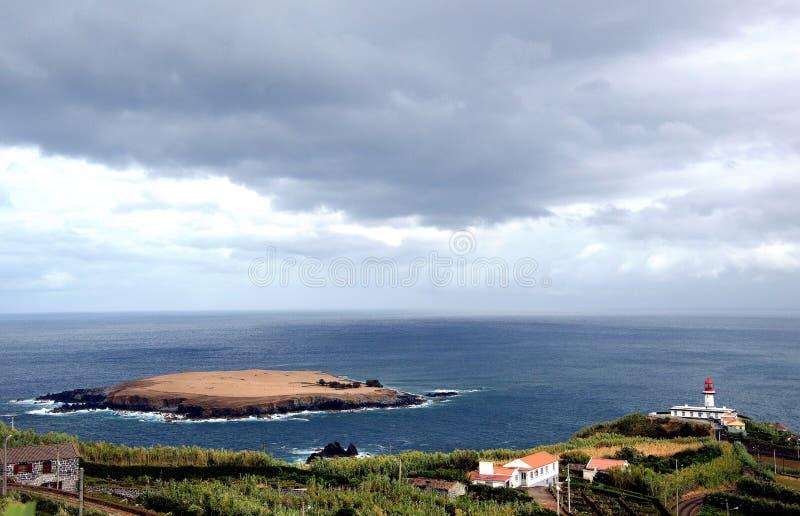 Liten ö för Topo (Sao Jorge, Azores - Portugal) arkivbild