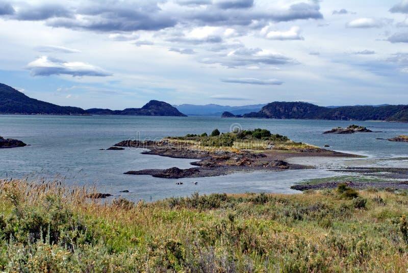 Liten ö i en inlands- fjärd i fena del Mundo Parkera royaltyfri bild