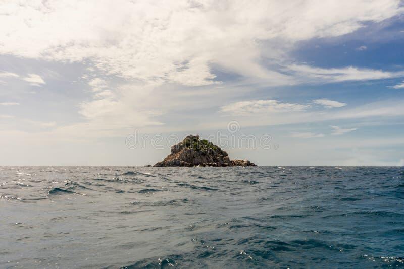 Liten ö i golfen av Thailand arkivbilder
