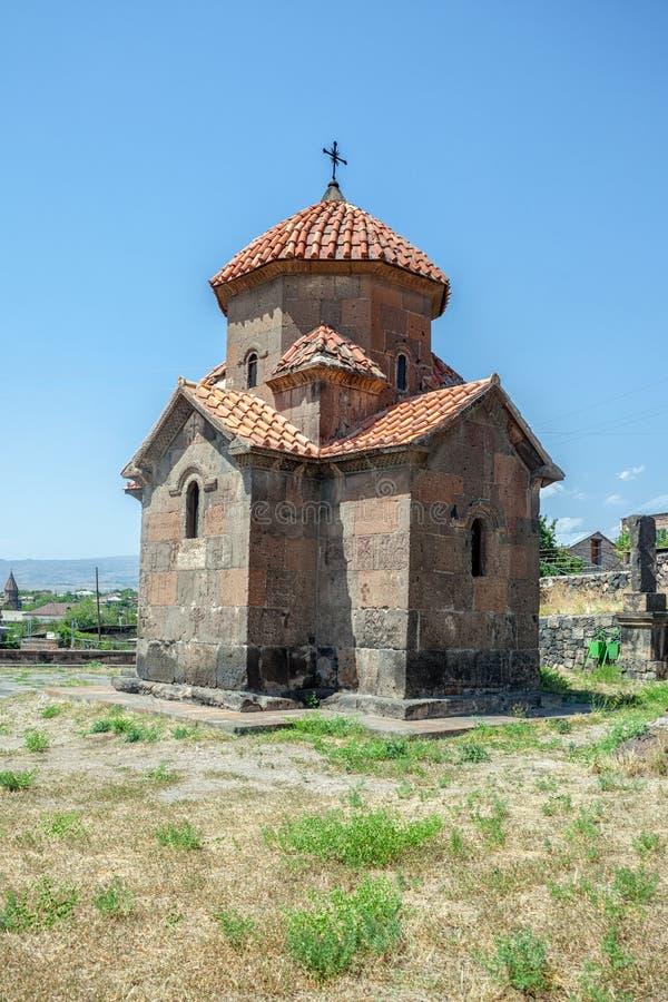 Liten armenisk kloster på kullen royaltyfria bilder