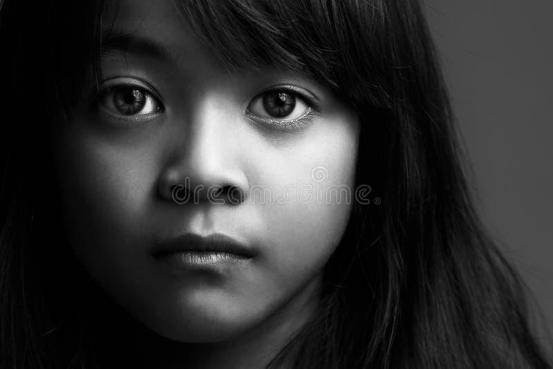 Liten asiatisk flicka royaltyfri foto