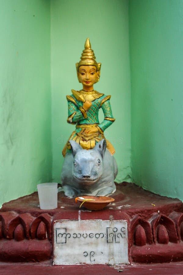 Liten buddismstaty royaltyfri bild
