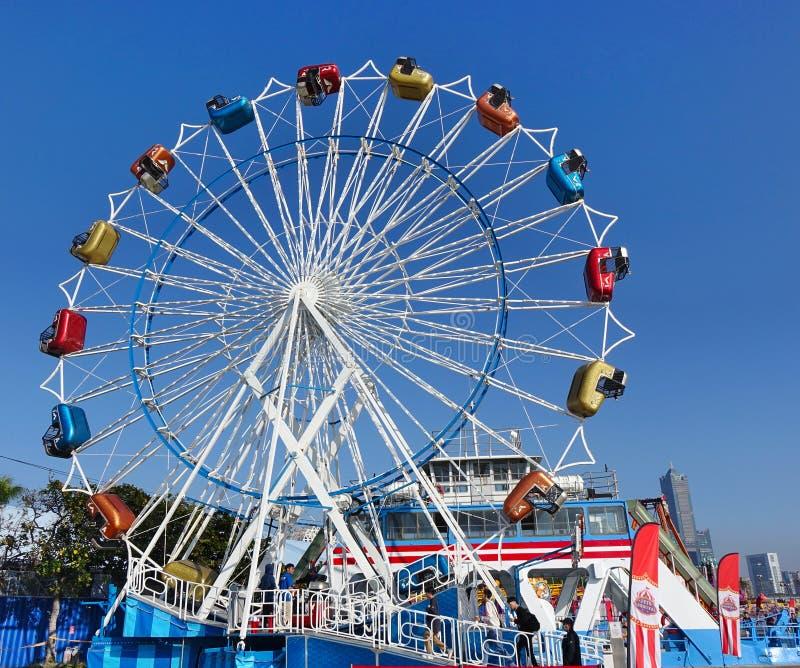 Liten färglös Ferris-hjul arkivbilder