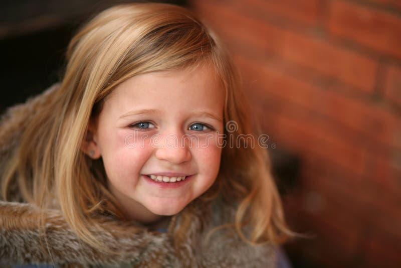 liten förträning för blond flicka royaltyfri foto