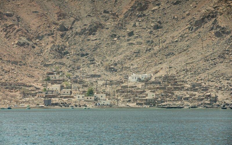 Liten fiskareby i Musandam Oman royaltyfria bilder