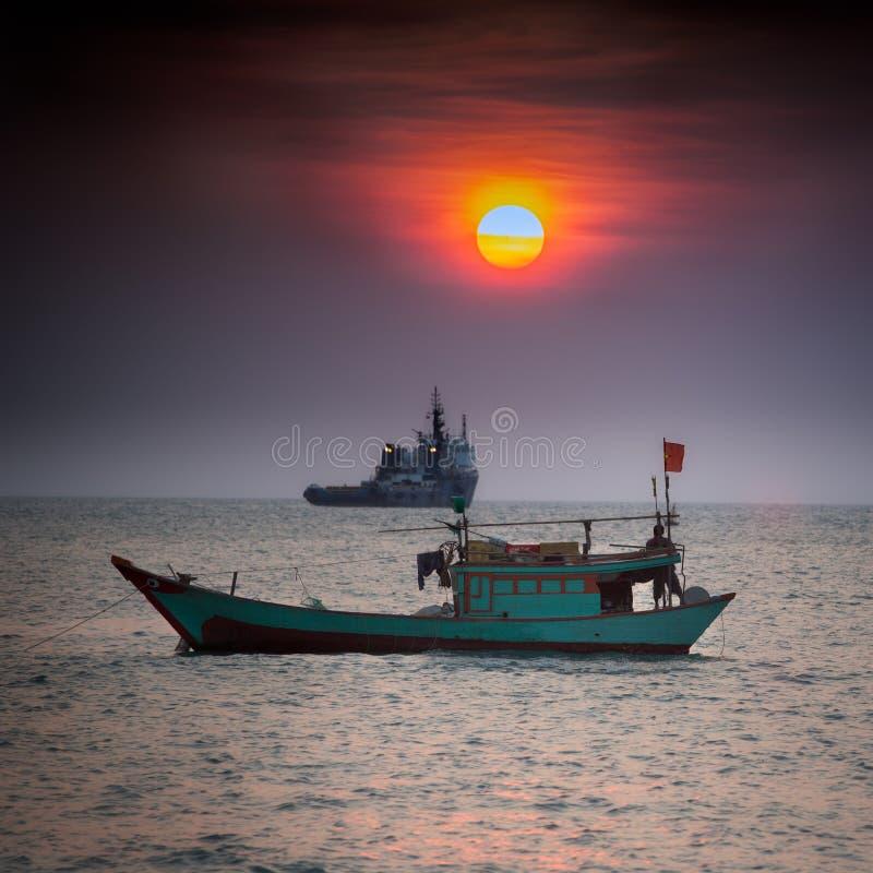 Liten fiskebåt i sydkinesiska havet, Vung Tau, Vietnam arkivbild