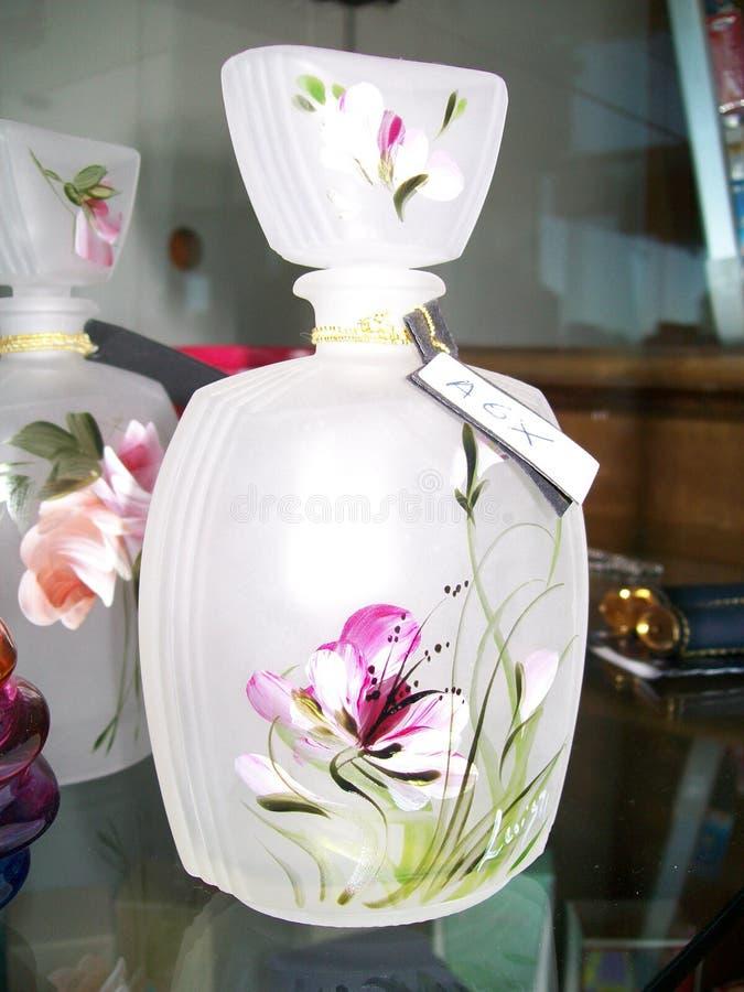 Liten flaska av konstnärligt exponeringsglas för dofter och extrakter royaltyfria foton