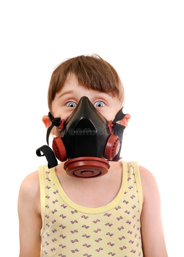 Liten flicka i gasmasken arkivfoton