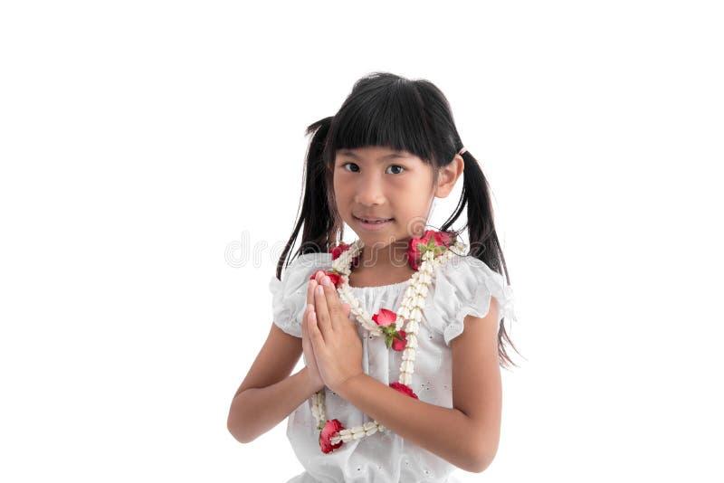 Liten flicka i thailändsk dräkt royaltyfri bild