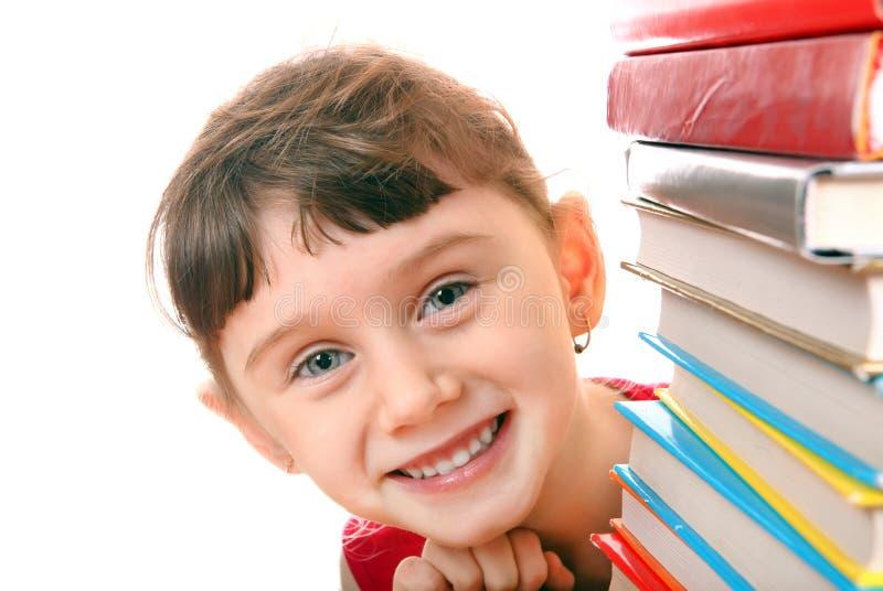 Liten flicka med böckerna arkivfoto