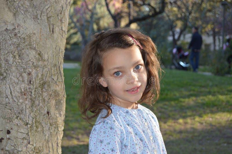 Liten flicka med blåa ögon 1 arkivbilder