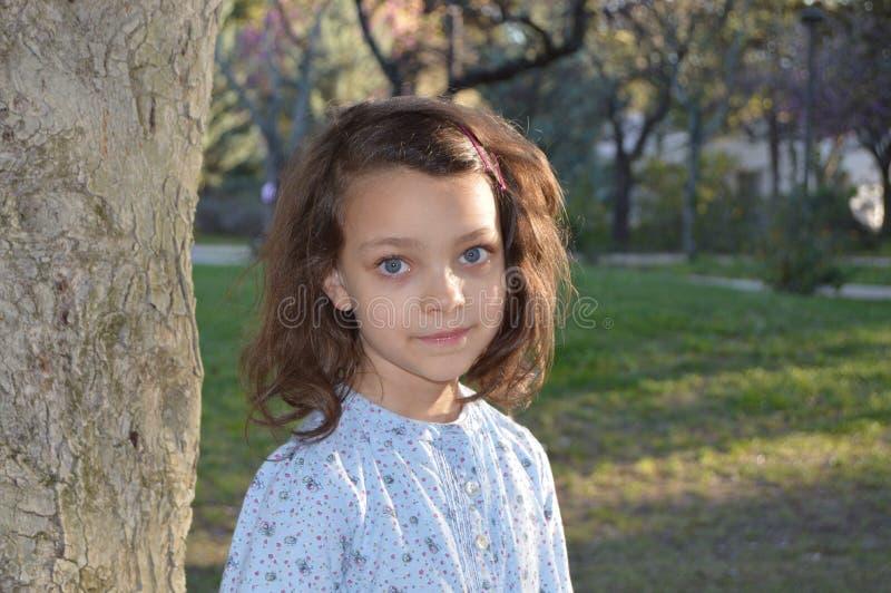 Liten flicka med blåa ögon 2 royaltyfri foto