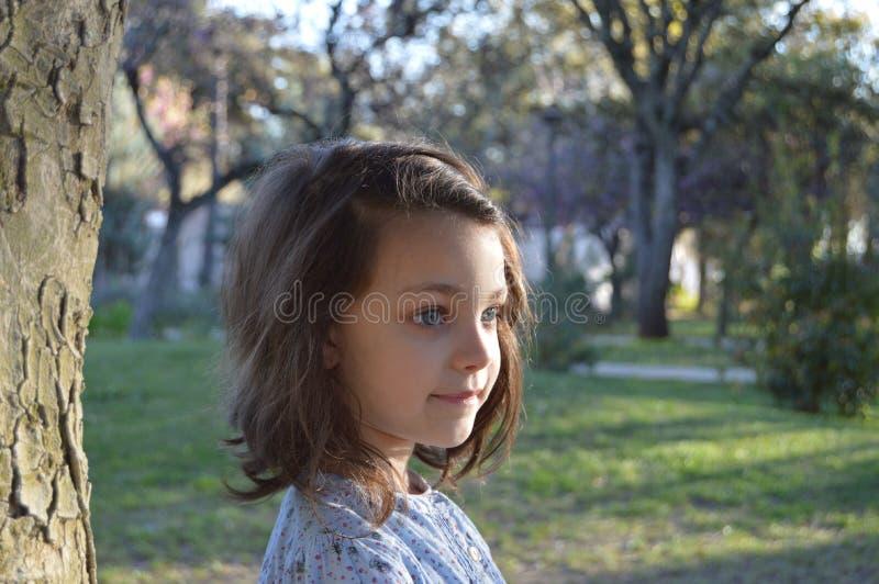 Liten flicka med blåa ögon 6 arkivbilder