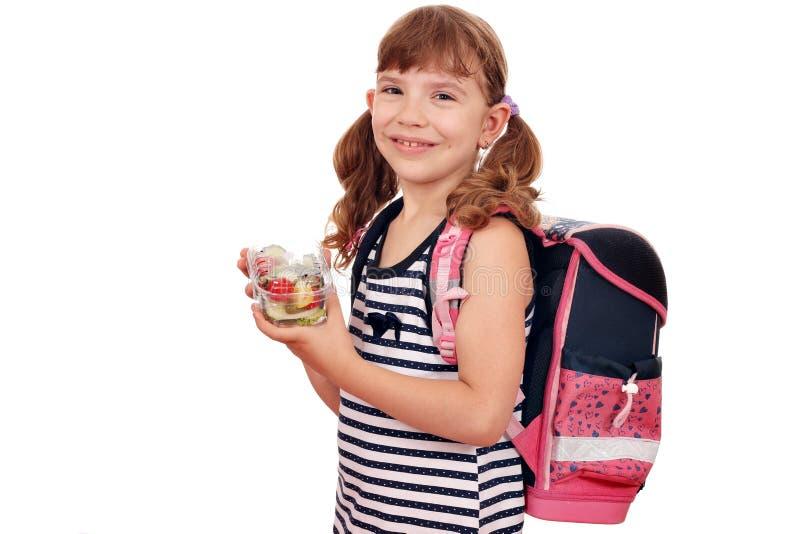 Liten flicka med den sunda frukost- och skolapåsen arkivfoton