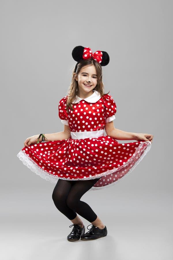 Liten flicka med en karnevalcustume arkivbild