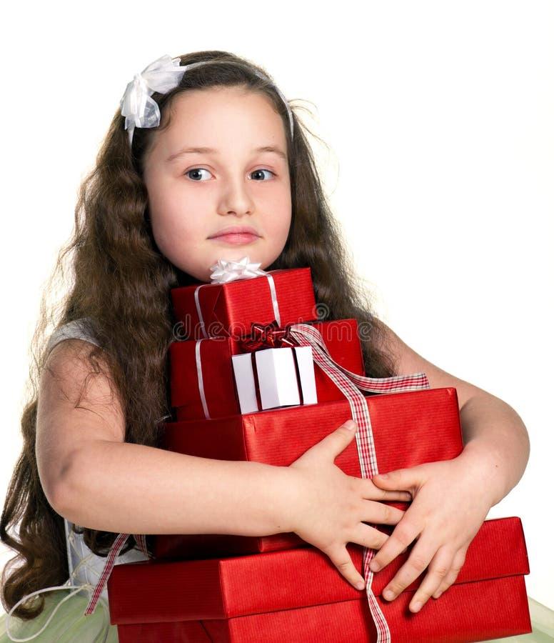 Liten flicka med gåvor royaltyfria bilder