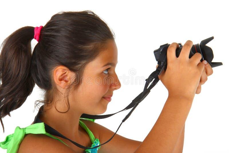 Liten flicka med kameran i hans händer arkivbild
