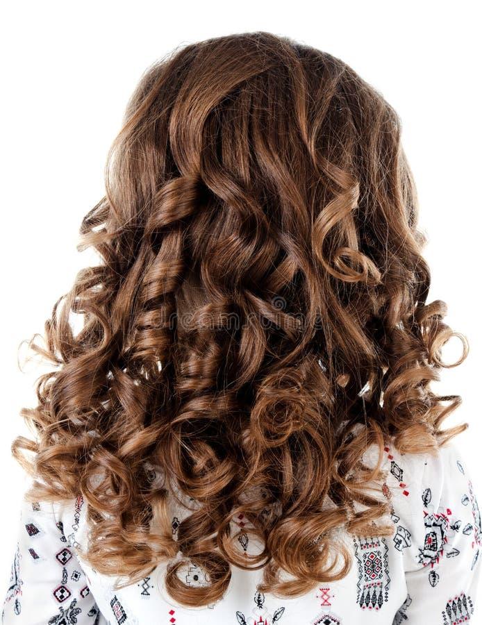 Liten flicka med perfekt frisyrkrullningshår arkivfoton