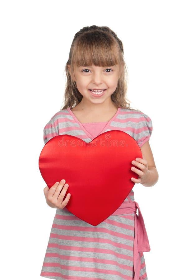 Liten flicka med röd hjärta royaltyfria bilder