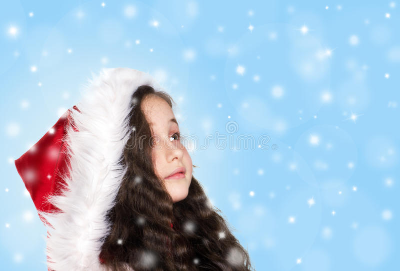 Liten flicka med snöflingor royaltyfria bilder