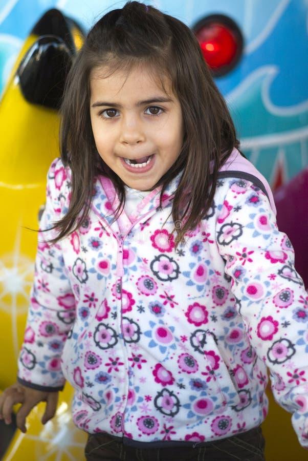 Liten flicka på lekplatsen fotografering för bildbyråer