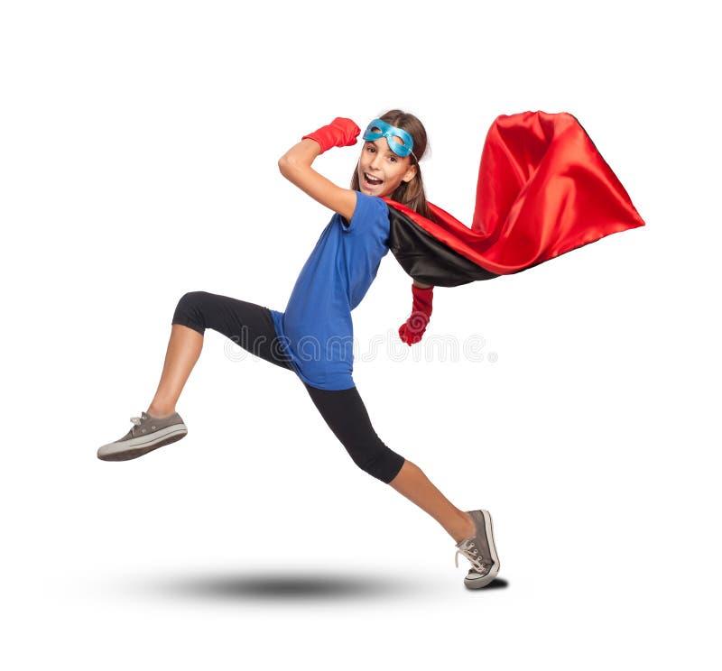 Liten flicka som bär en superherodräkt arkivbilder