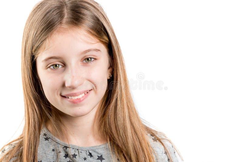Liten flicka som ser till sidan arkivbild