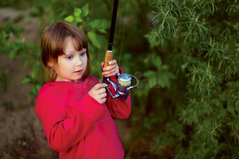 Liten flickafiske med snurr fotografering för bildbyråer