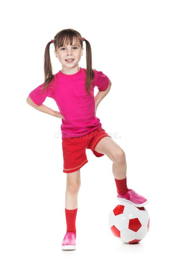 Liten flickafotbollsspelare arkivbild
