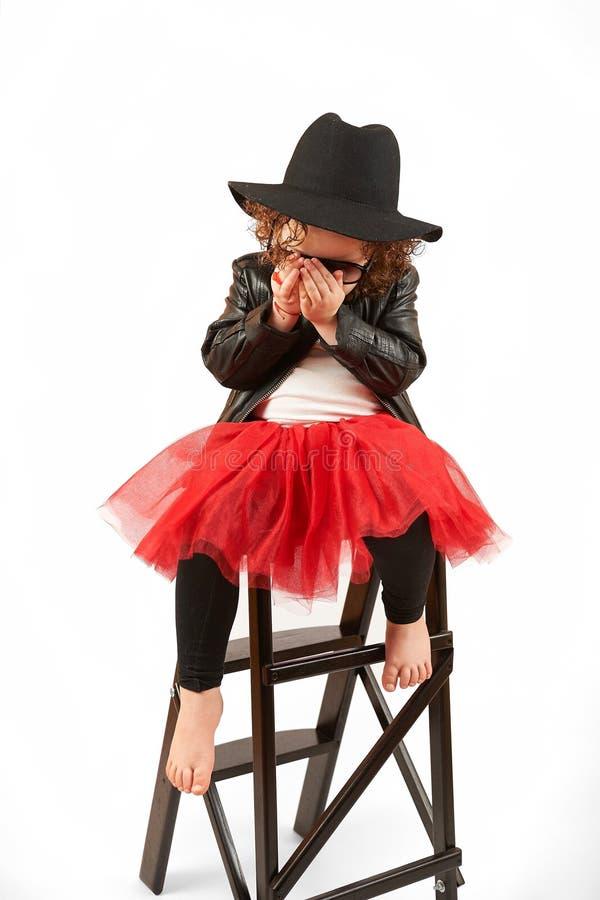 Liten flickamodemodell With Black Hat royaltyfri fotografi