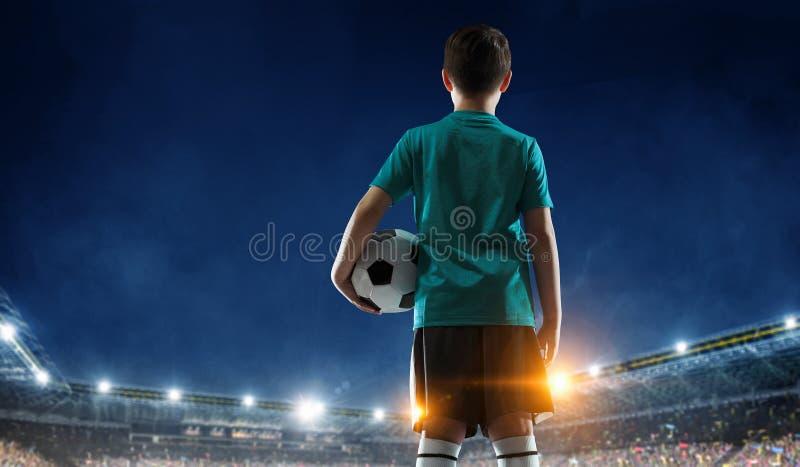 Liten fotbollmästare Blandat massmedia fotografering för bildbyråer