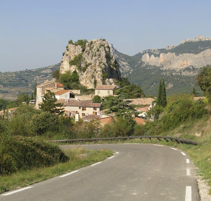 Liten fransk backeby av Le Roque Alric royaltyfri fotografi