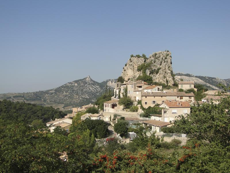 Liten fransk backeby av Le Roque Alric arkivbilder
