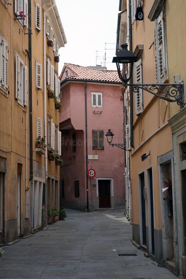 Download Liten gata i Italien redaktionell bild. Bild av väg, gata - 78729026