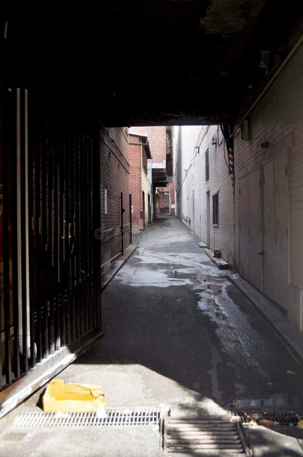 Liten gränd för folk som går på Perth, Australien royaltyfria bilder