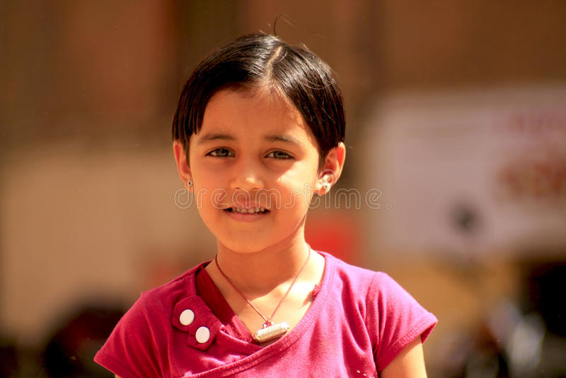 Liten gullig indisk flicka royaltyfria foton