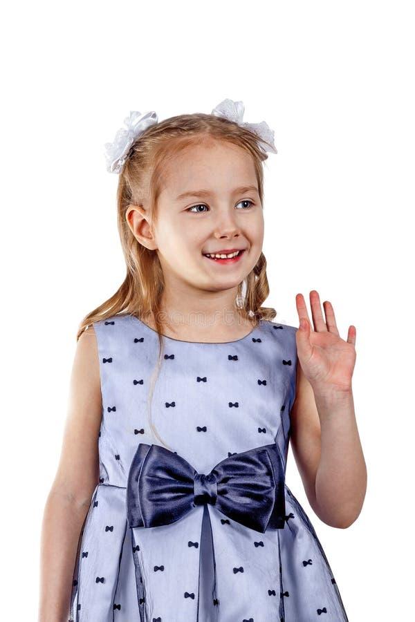 Liten härlig flicka i en klänning med en stor pilbåge fotografering för bildbyråer