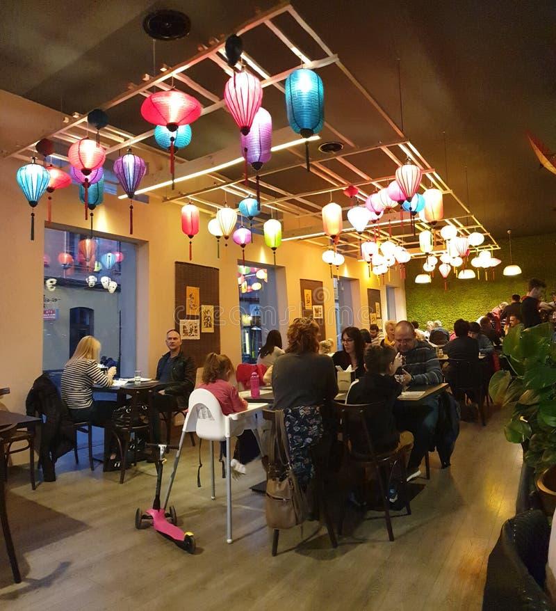 Liten hanoi restaurang i timisoaraRumänien thai mat royaltyfri fotografi