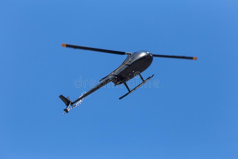 Liten helikopter underifrån royaltyfri foto