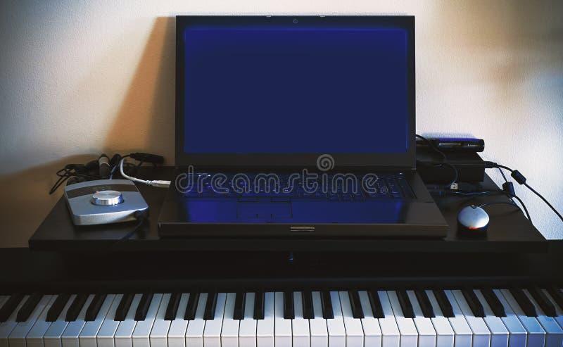 Liten hem- ljudsignal studio arkivfoton