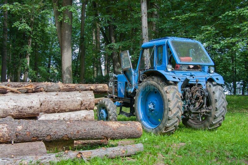 Liten hjultraktor fotografering för bildbyråer