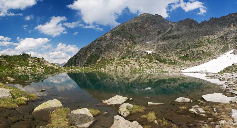 liten italy lake arkivbilder