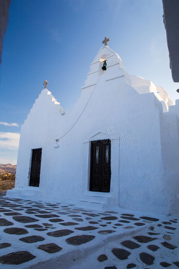 Liten kristen kyrka på ön Mykonos royaltyfri foto
